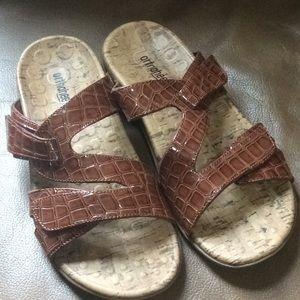 (NWOT) Vionic Sandals